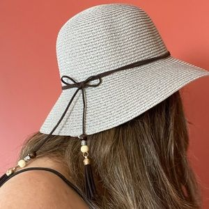 Beautiful Gray straw hat adjustable new with tags
